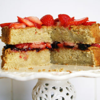 strawberry vanilla sponge cake