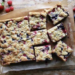 summer berry crumble bars