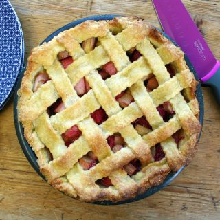 rhubarb and raspberry balsamic pie