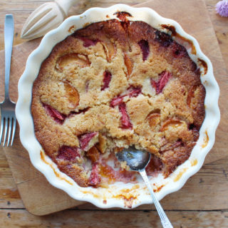 strawberry and apricot frangipane pudding